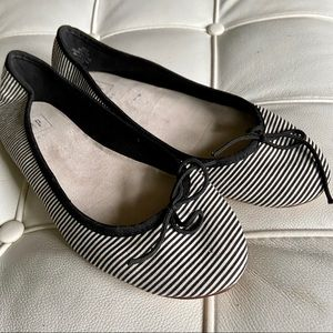 Gap ballet flats black white stripe 8.5 good cond